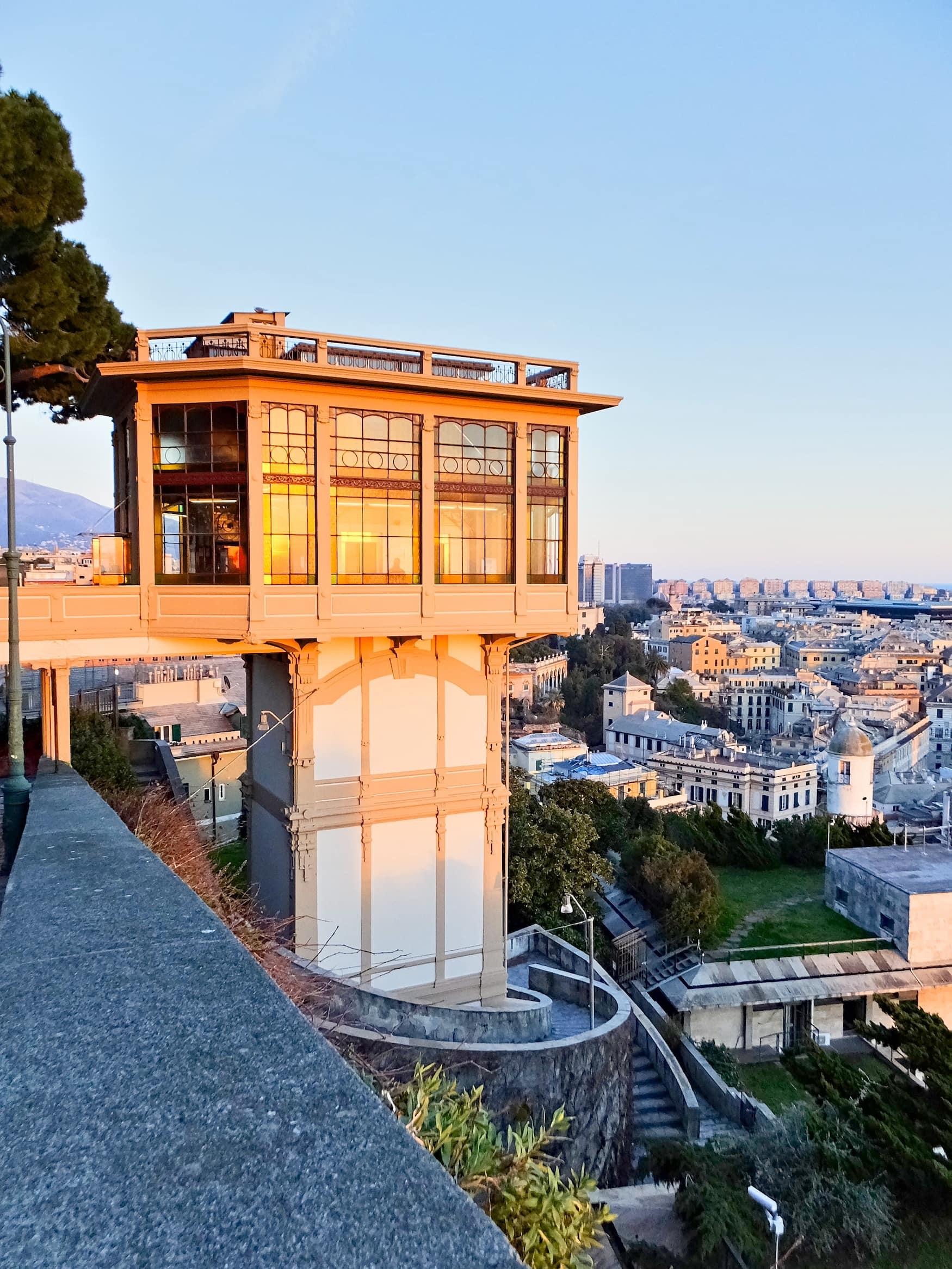Der Castelletto-Aufzug ist einer der bekanntesten Aussichtspunkte in Genua