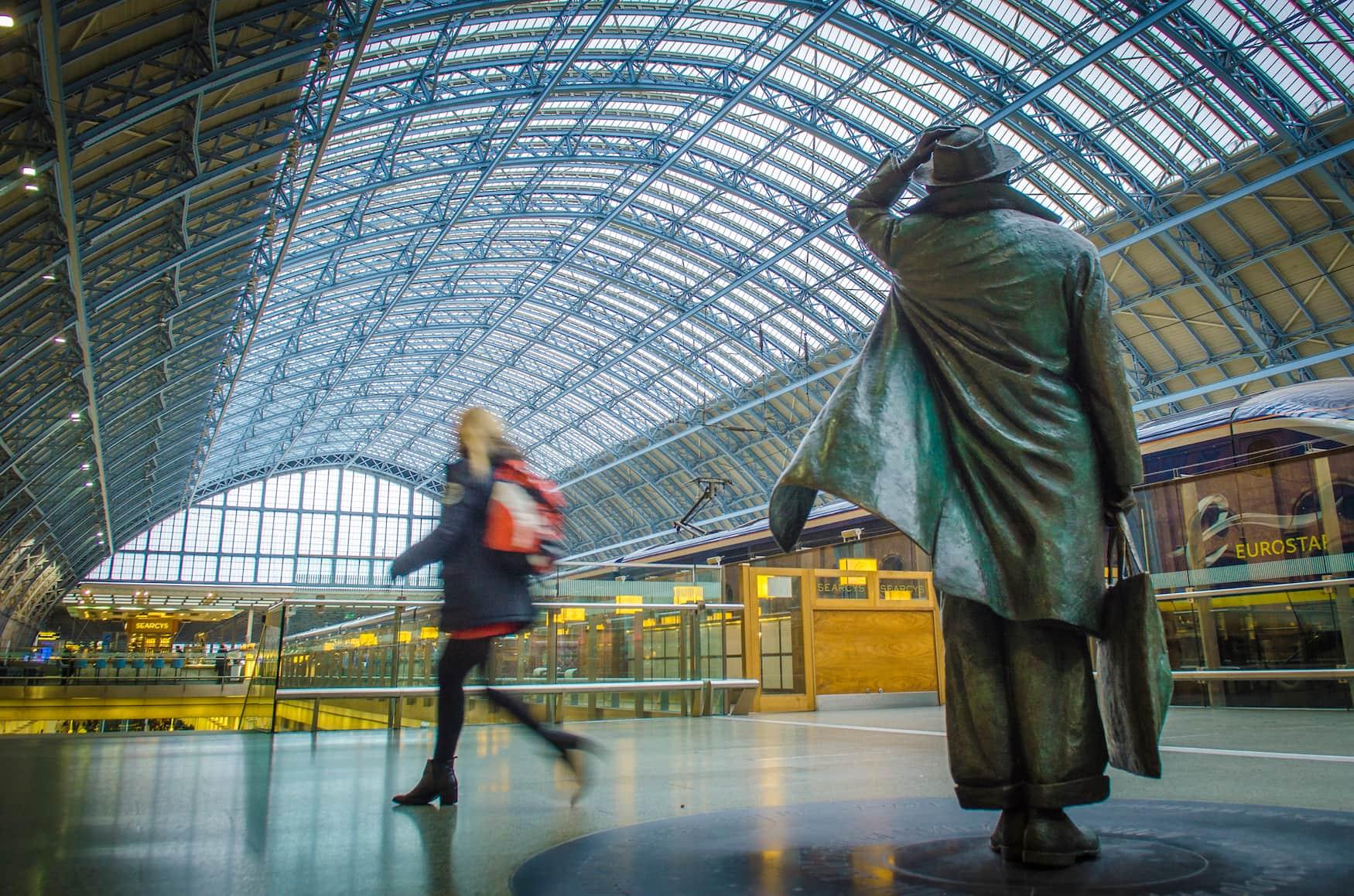 In 80 Zügen um die Welt: Die Zugreise beginnt am St. Pancras Bahnhof in London