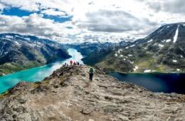 Touristen im Nationalpark Jotunheimen in Norwegen