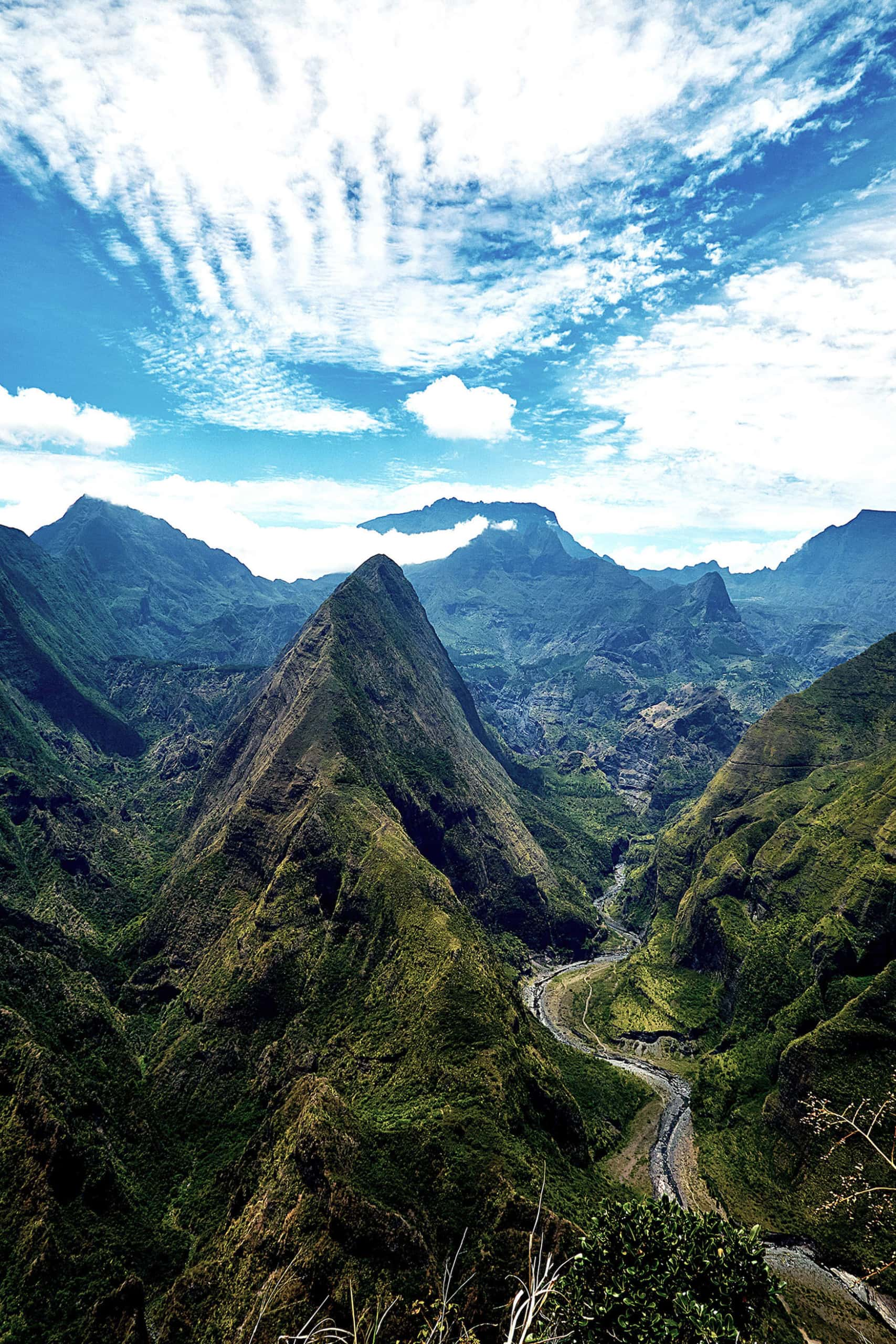 Montagne Mafate auf Insel in Afrika bei sonnigem Wetter