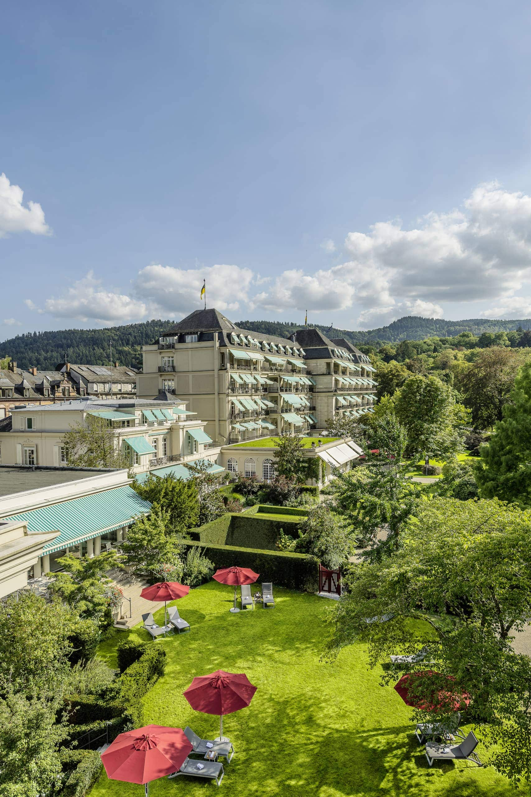 Außenfassade des Brenners Park-Hotel & Spa im Schwarzwald