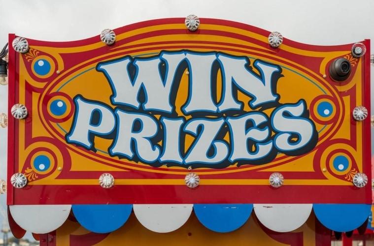 Preise gewinnen - Eine Losbude als Vorfreude auf das nächste Gewinnspiel bei reisen EXCLUSIV