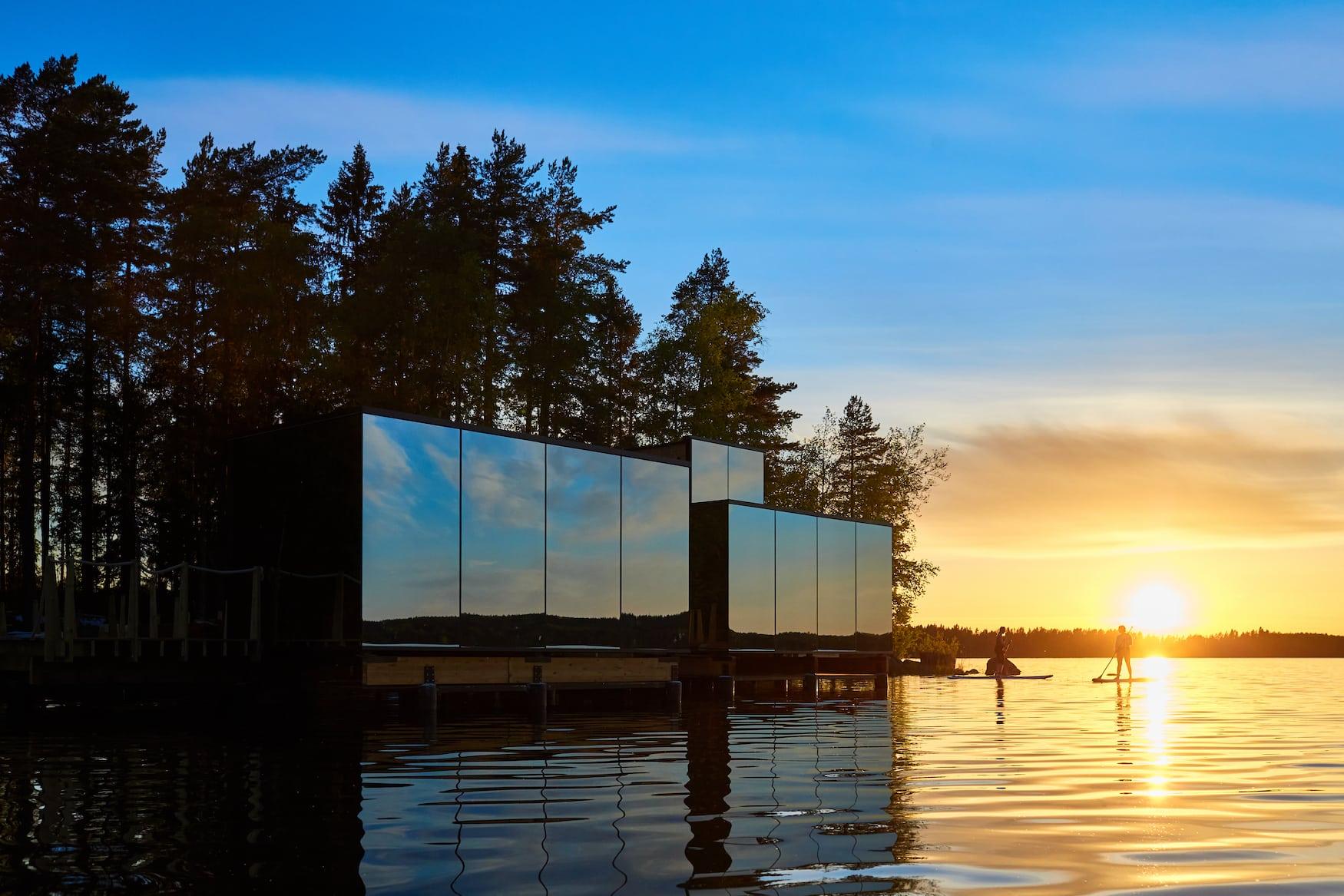 SUP auf dem See des Lehmonkärkie Resorts in Finnland
