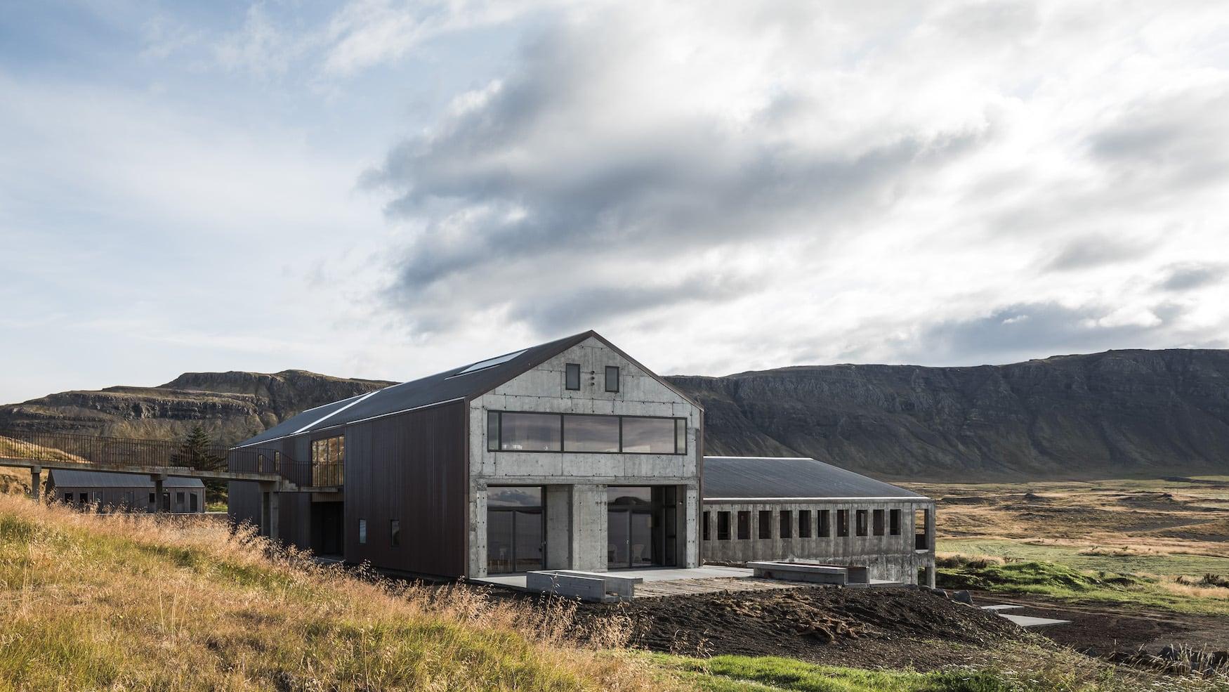 Außenfassade einer der coolsten Unterkünfte auf Island