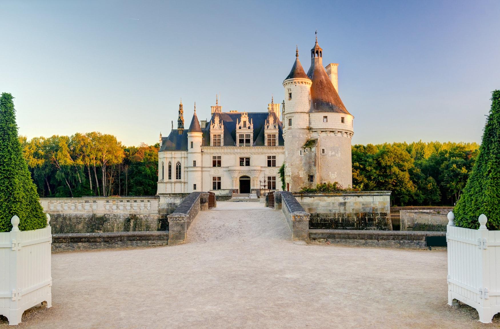 Eingang des Wasserschlosses Chenonceau im Loiretal in Frankreich