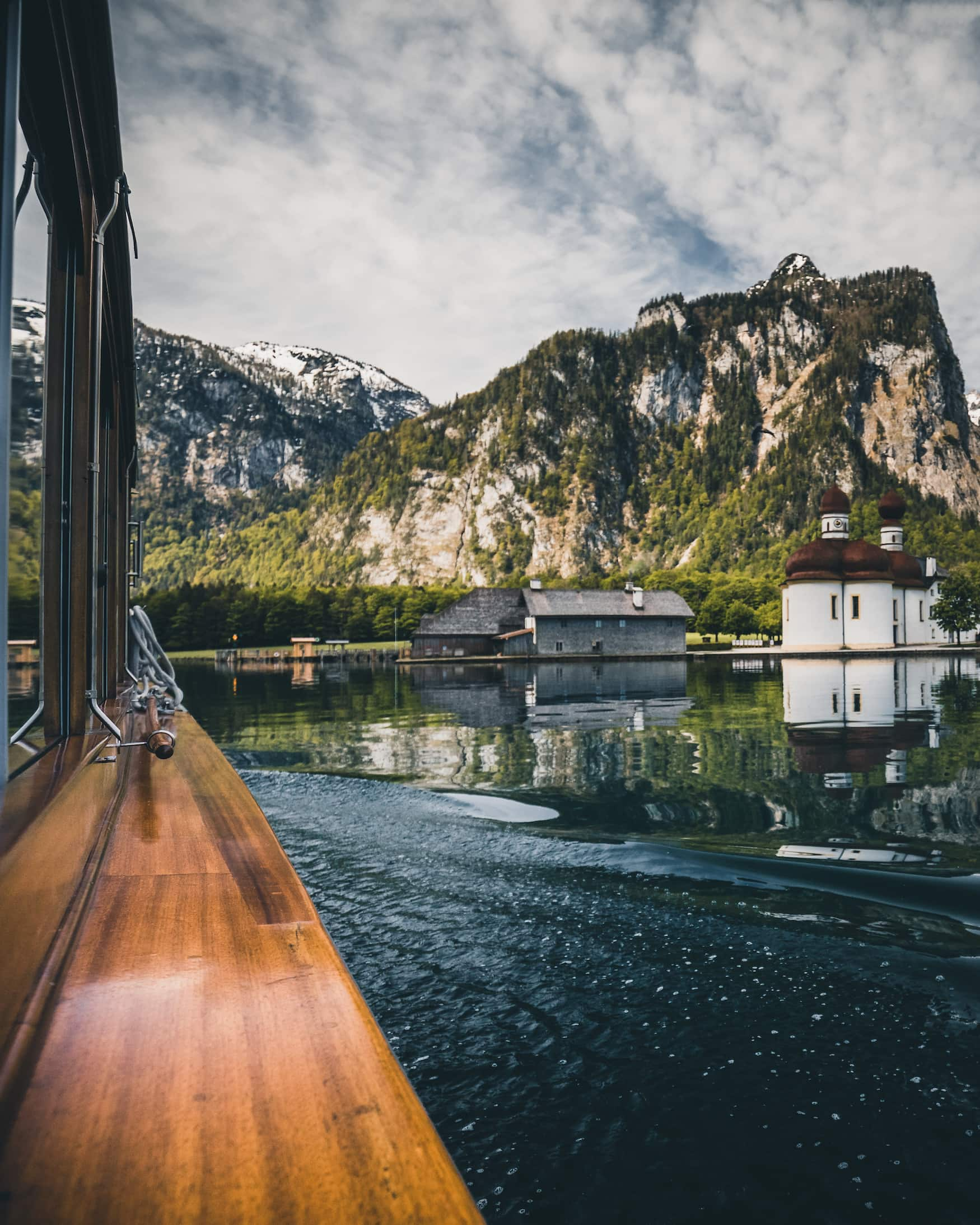 Eine Bootsfahrt über den Königssee in Bayern