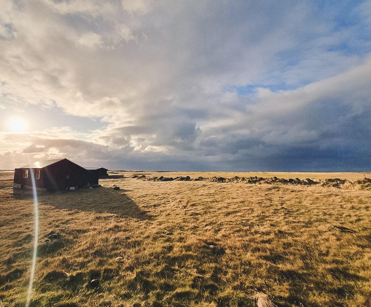 Sandgerdi Cottages in einsamer Landschaft