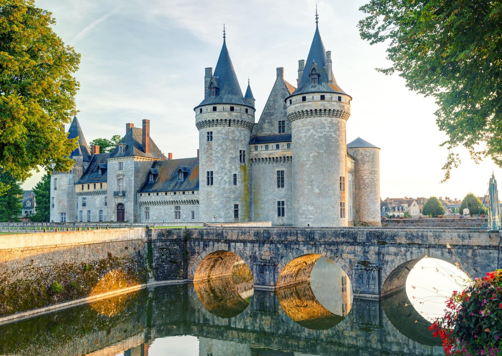 Mittelalterliches Schloss Sully in Frankreich