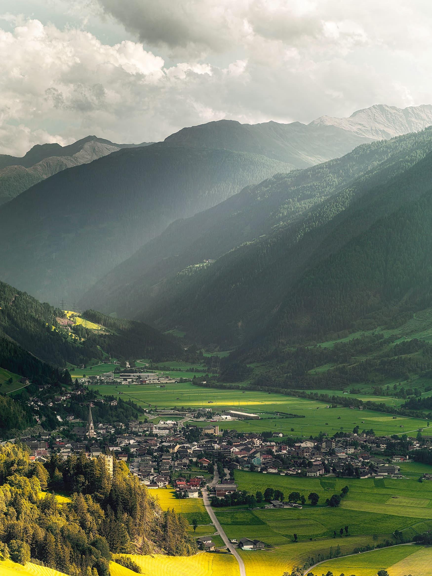 Ausblick auf Matrei in Osttirol und dahinter liegenden Berge