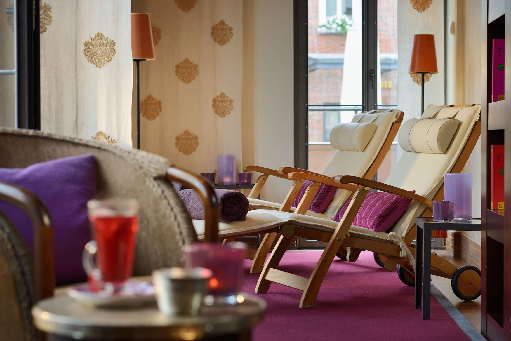 Liegestühle im Spa-Bereich des Hotel Die Sonne Frankenberg