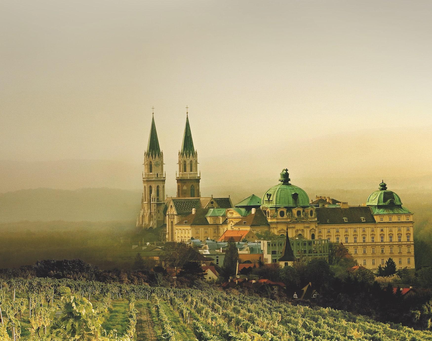 Stift Klosterneuburg im Nebel