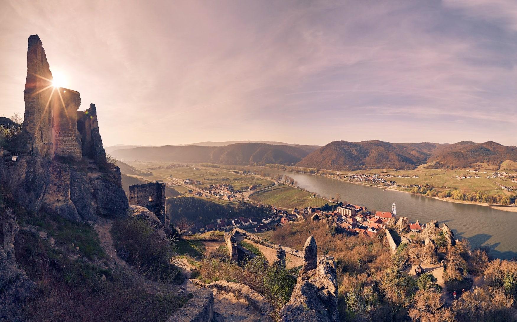 Dürnstein-Ruine bei Wachau während Sonnenuntergang