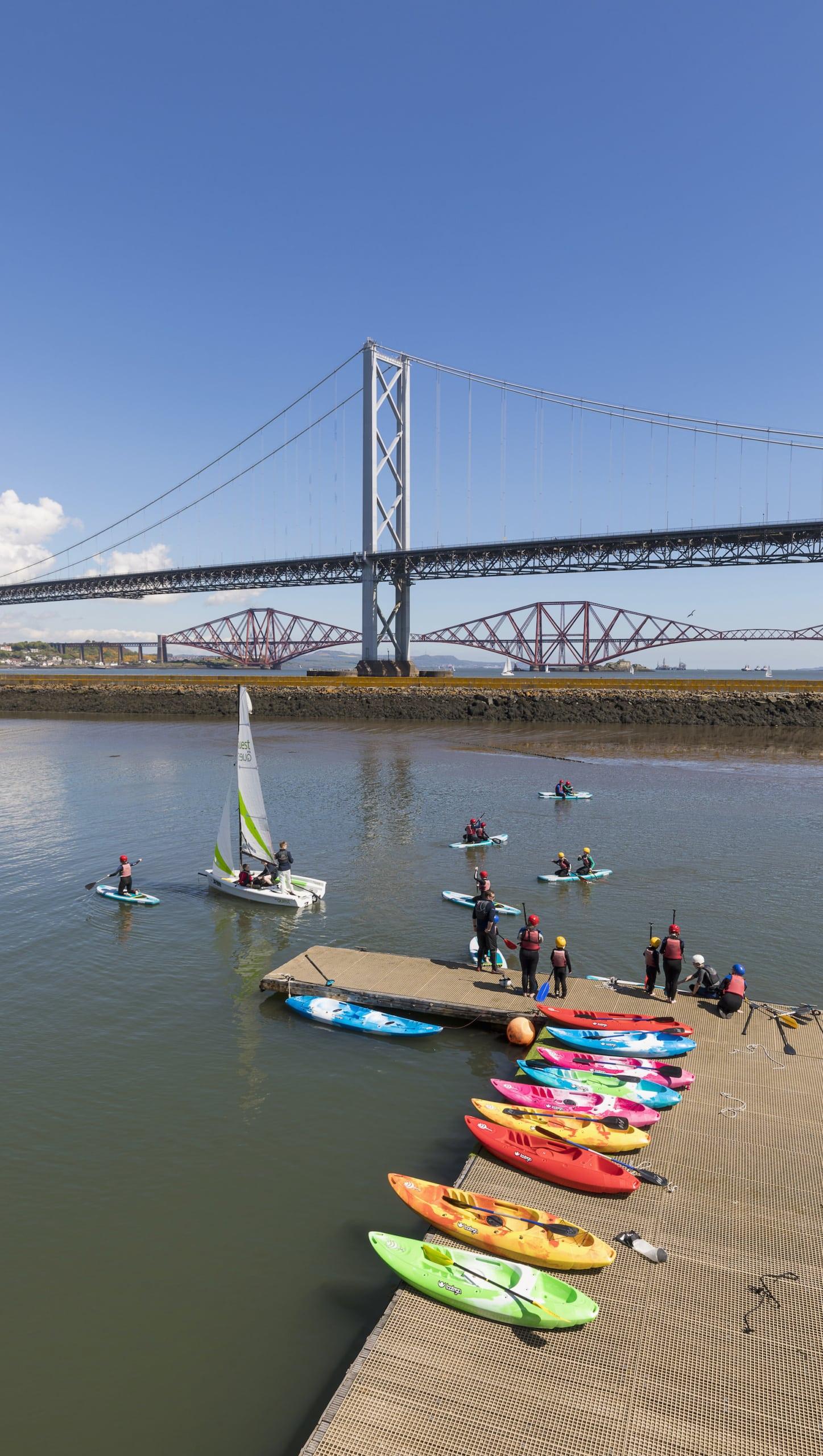 Port Edgar ist ein Yachthafen am südlichen Ufer des Firth of Forth, in der Stadt South Queensferry, in West Lothian