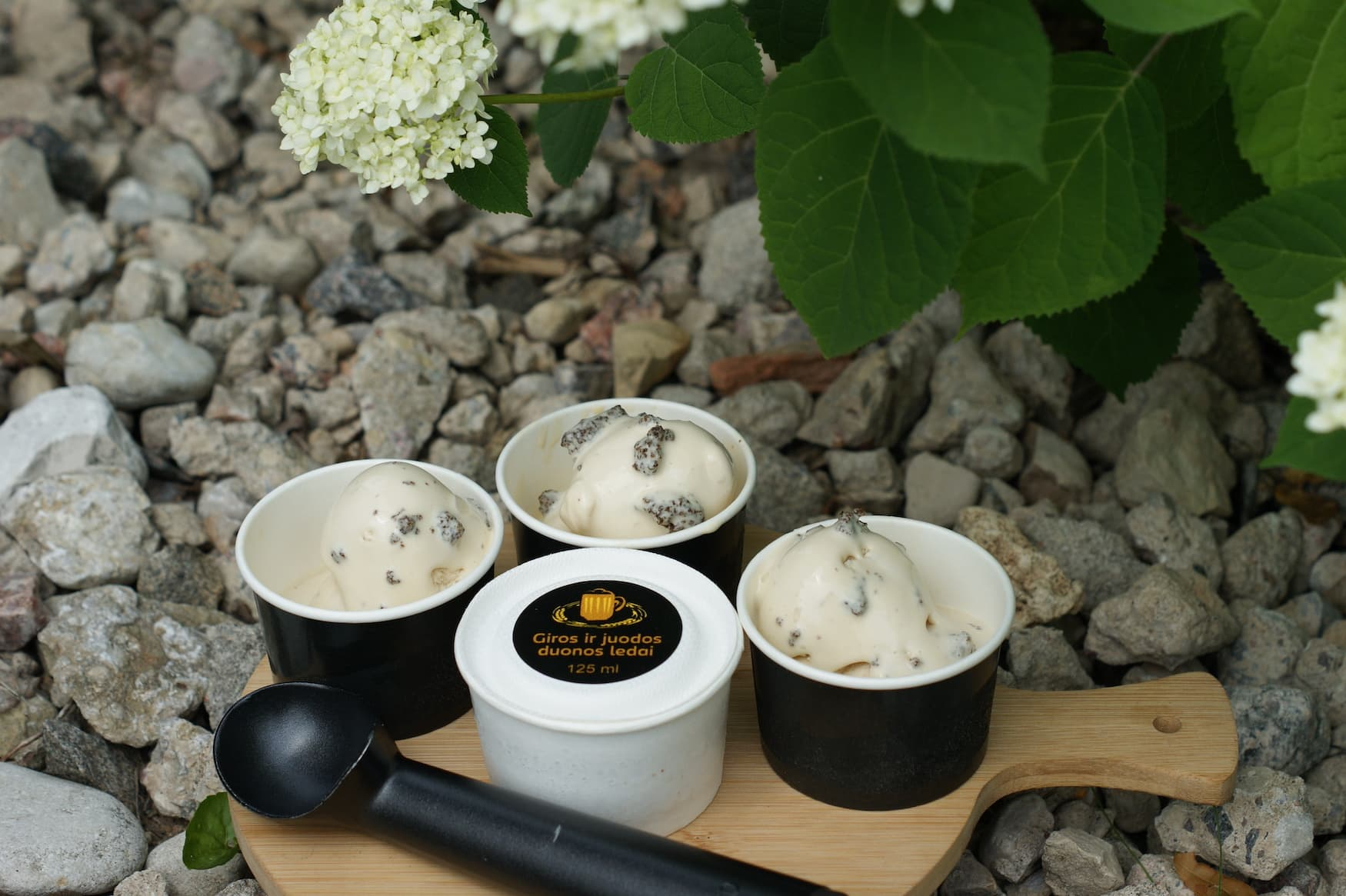 Schwarzbroteis ist eine weitere ausgefallene Eissorte aus Litauen