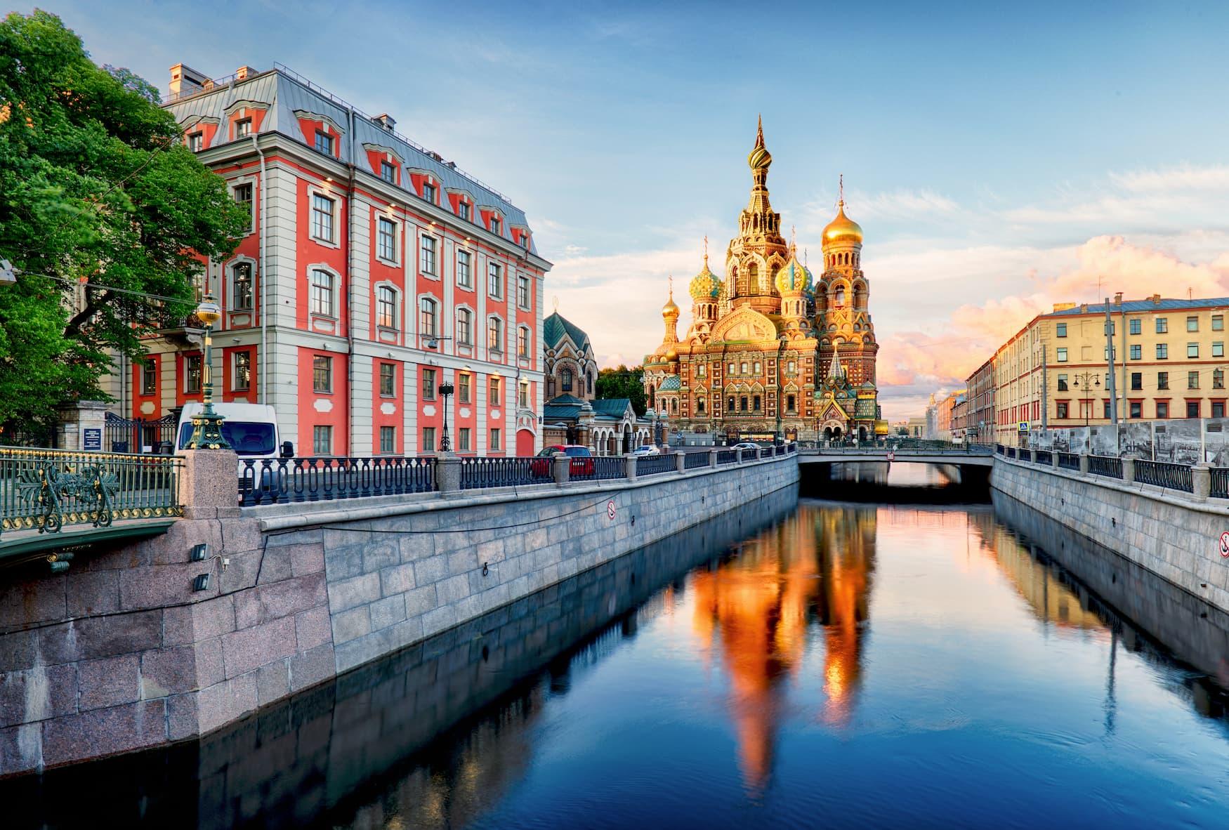 Blutskirche und Kanal in St.Petersburg