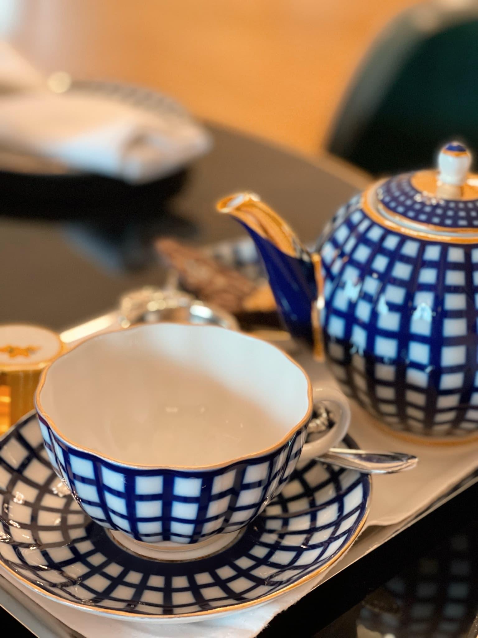Blau-weißes Porzellan aus St. Petersburg