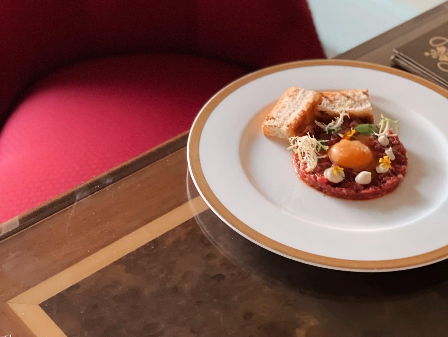 Thunfisch tartar serviert in einem Luxus-Hotel