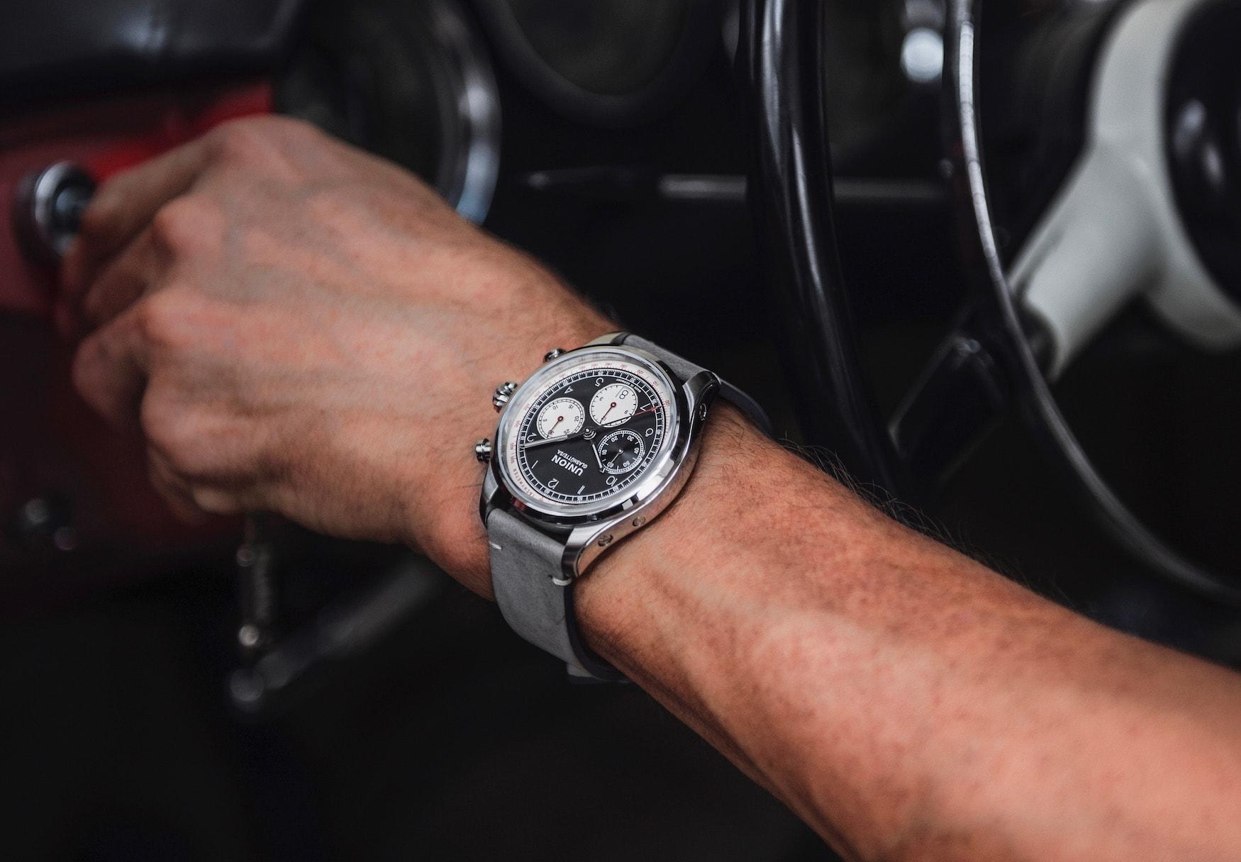 Mann trägt Uhrenmodell Belisar Chronograph
