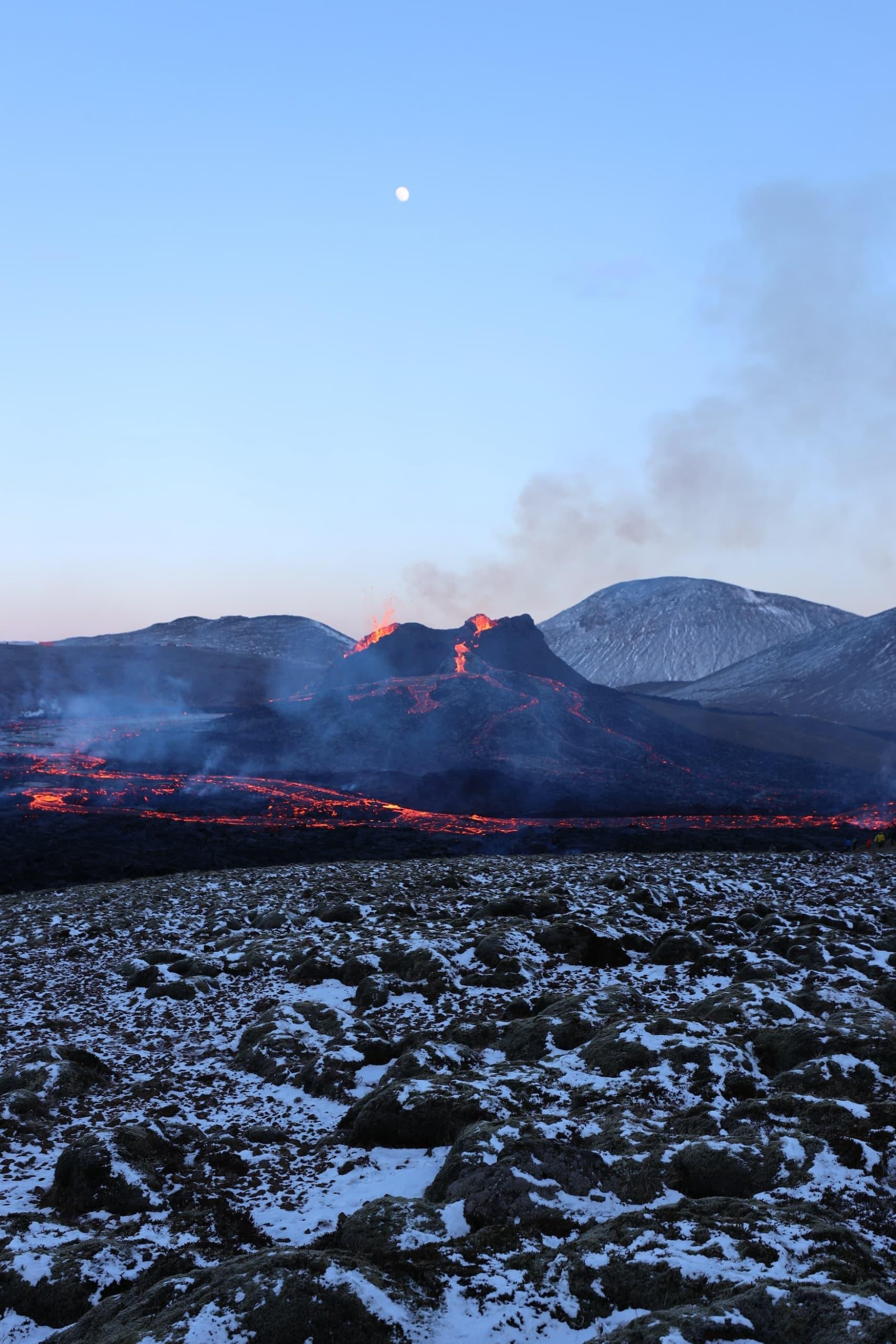 Vulkanausbruch in den Bergen bei Fagradalsfjall auf Island