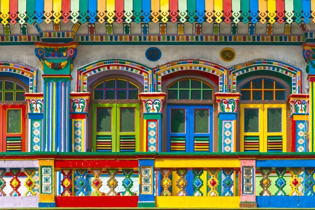 Bunte Häuserfassaden in Little India, Singapur