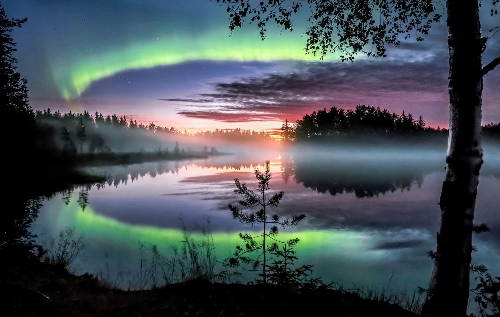 Nordlichter während dem finnischen Herbst Ruska