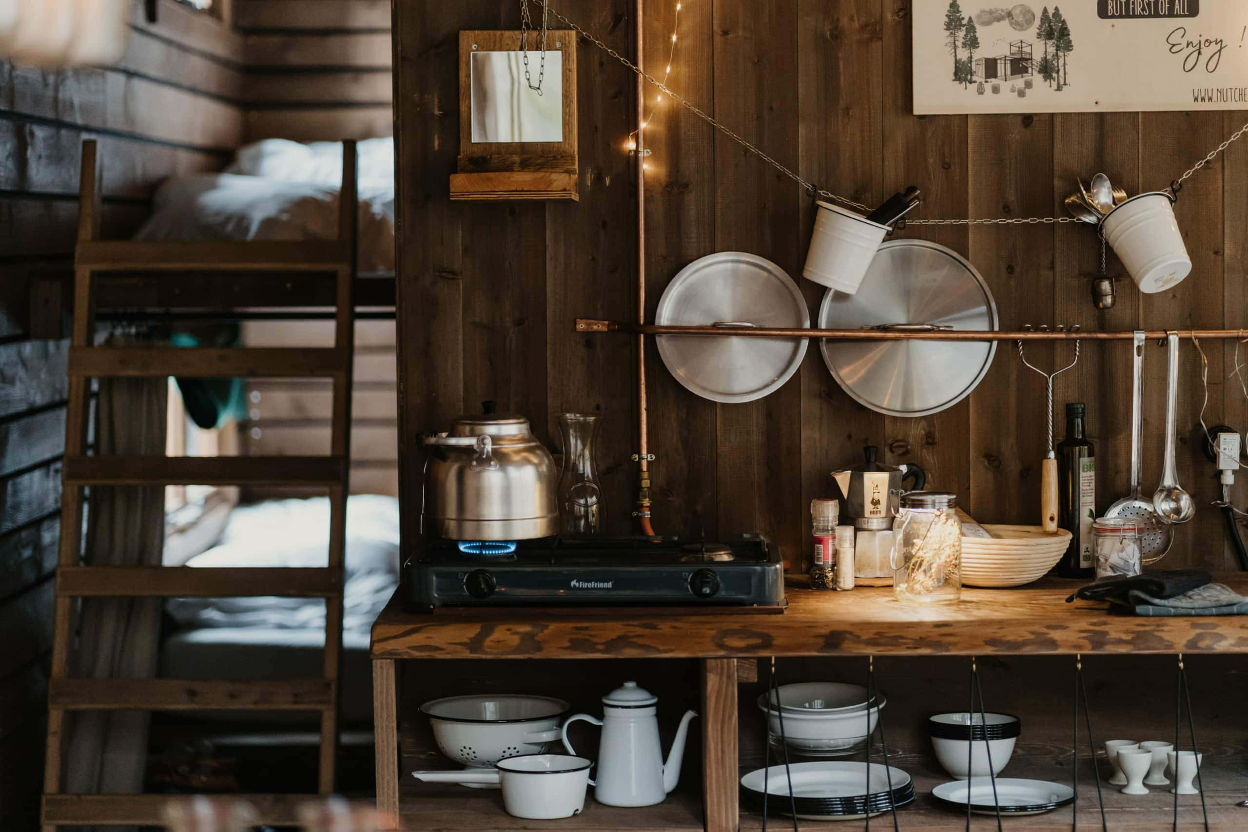 Küche in Cozy Cabin im franzäsischen Elsass, der einen schönen Urlaub in der Natur ermöglicht