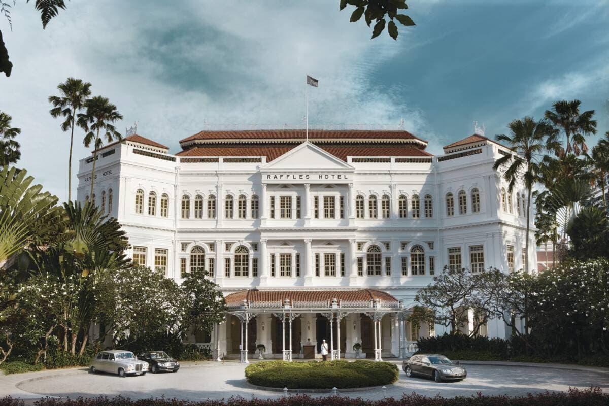 Außenfassade des Raffles Hotel Singapore