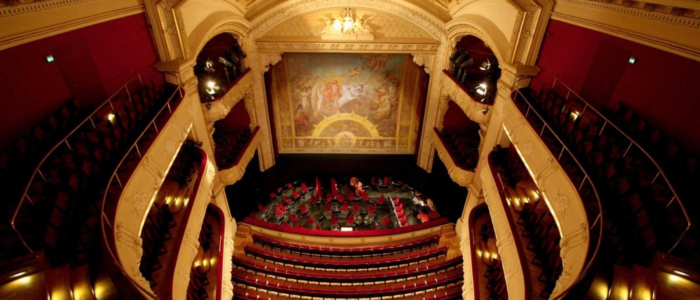 Im Großen Haus des Mecklenburgischen Staatstheaters herrscht auch heute noch herzogliches Ambiente. | Silke Winkler