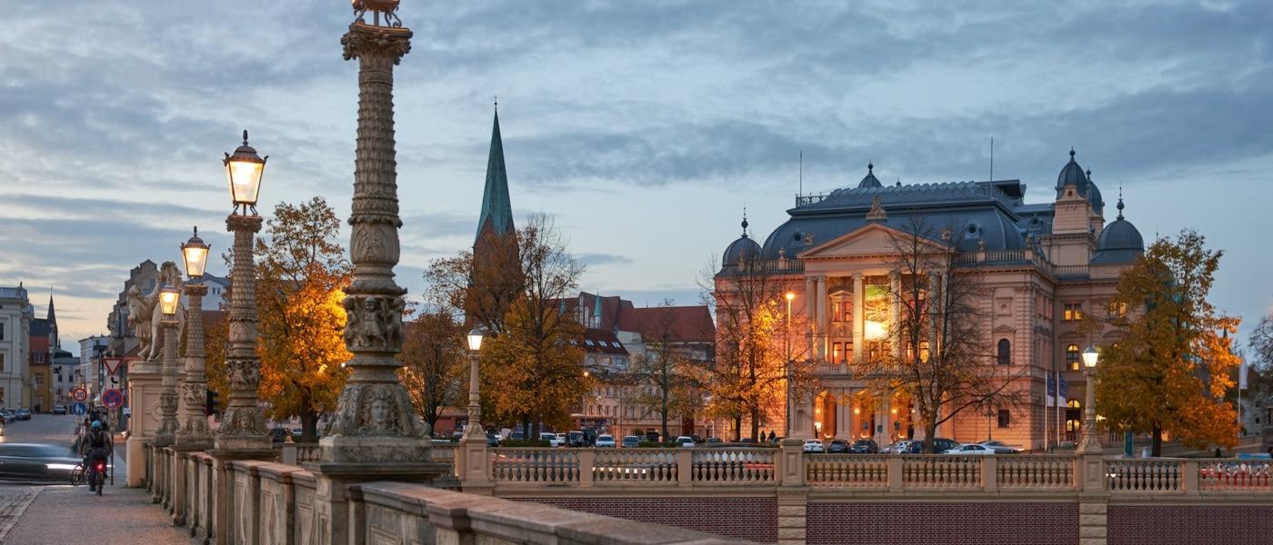 Ein kultureller Höhepunkt ist sicher das Mecklenburgische Staatstheater in Schwerin. | Oliver Borchert