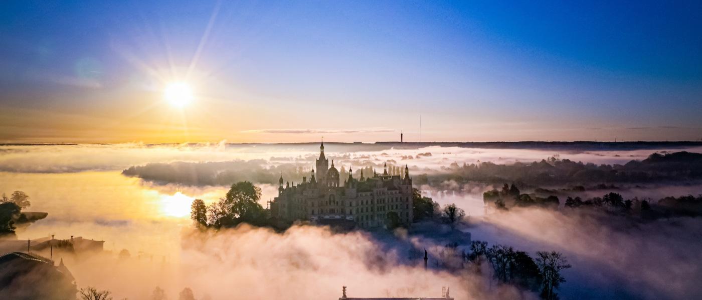Das Schweriner Schloss war jahrhundertelang die Residenz der mecklenburgischen Herzöge und Großherzöge und ist heute Sitz des Landtages von Mecklenburg-Vorpommern I Brian Lorenzo
