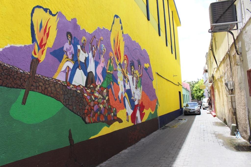 Marigot, die Hauptstadt St. Martins, hat viele bunte Streetart auf Lager.
