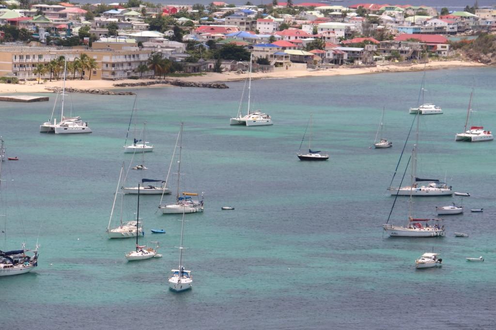 Die Hauptstadt von St. Martin, Marigot, liegt wunderschön in einer Bucht eingebettet.