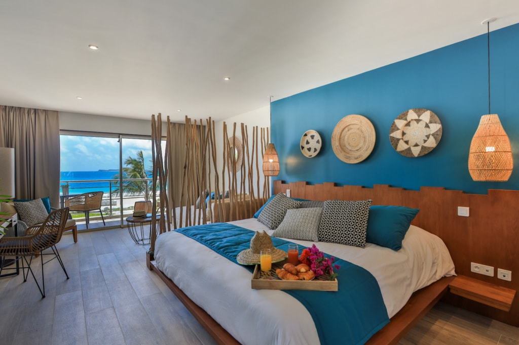 Das Orient Beach Hotel an der gleichnamigen Bucht bietet einen tollen Blick aufs Meer.