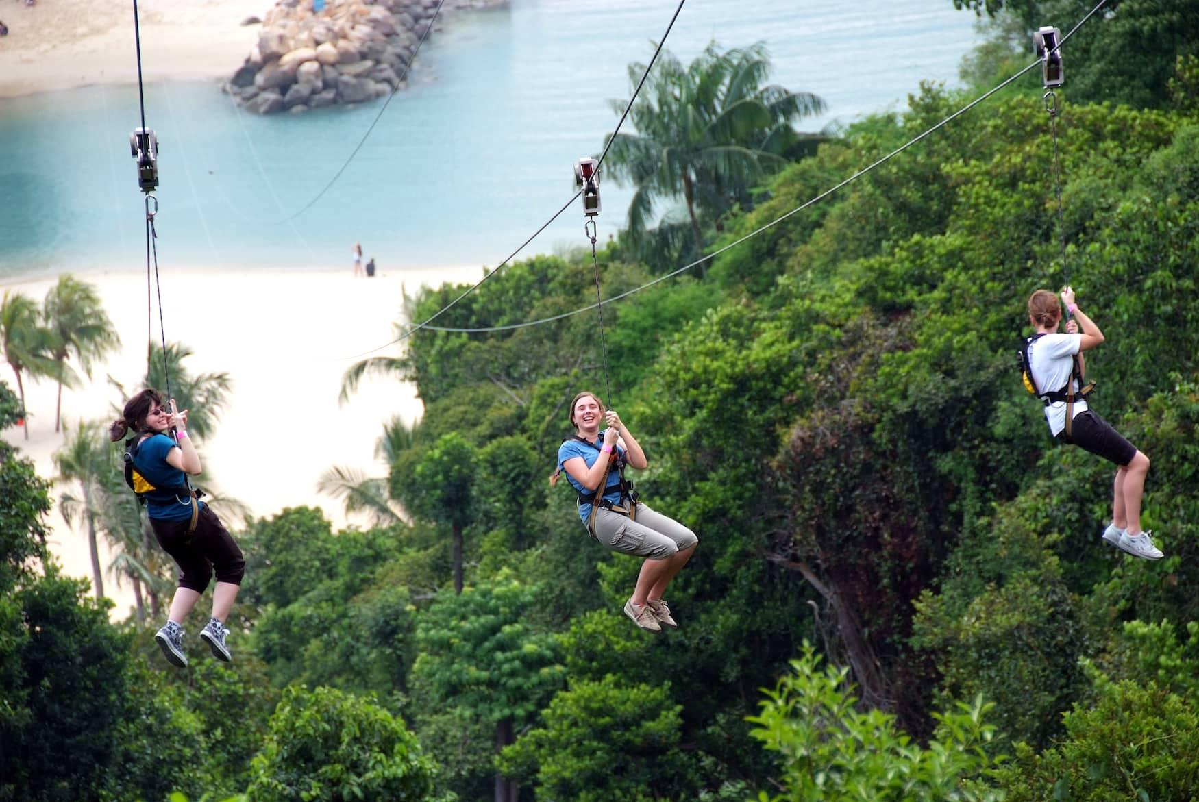 Ziplining auf Sentosa Island