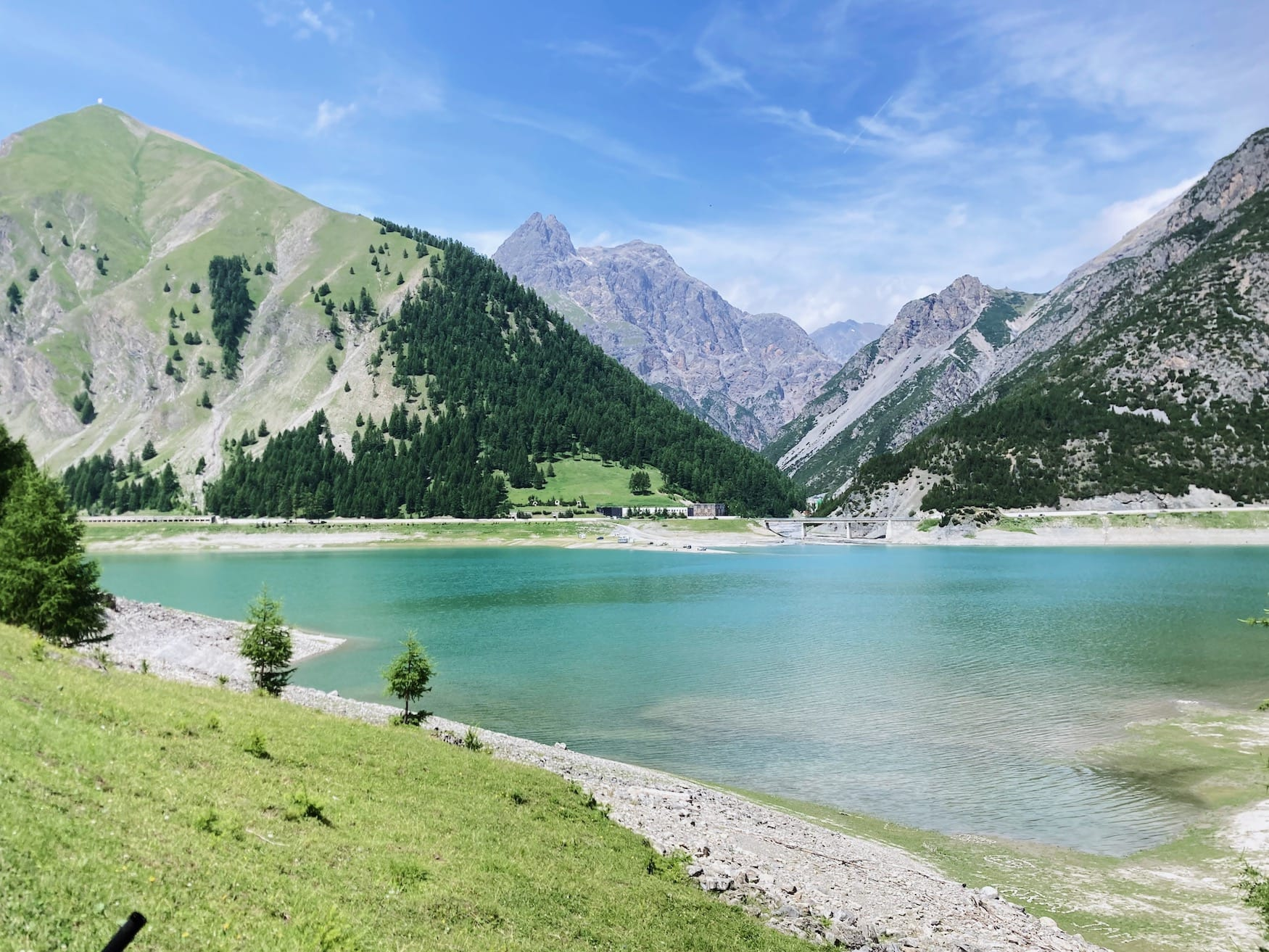 Lago di Livigno an einem sonnigen Tag