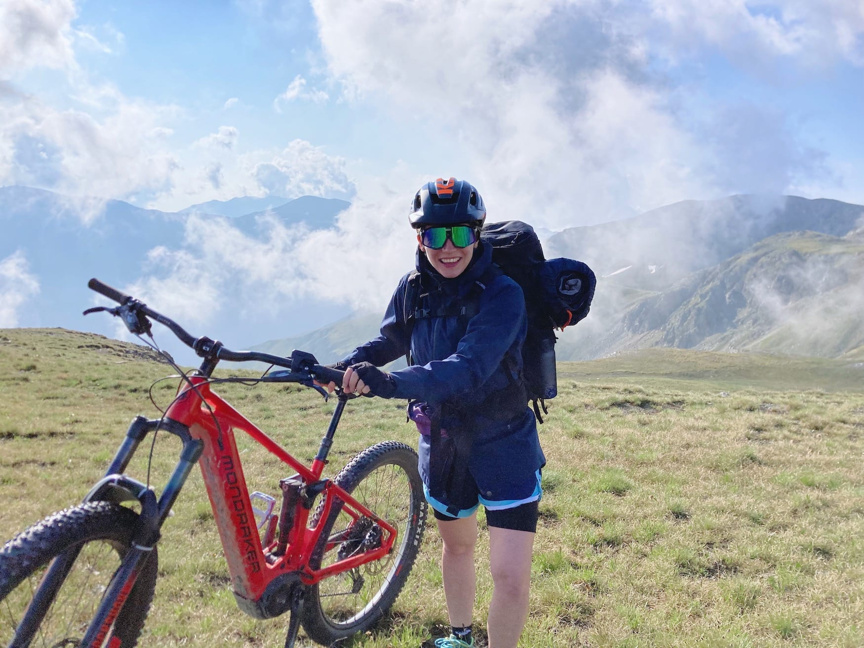 Unsere Autorin hat sich im E-Mountainbiken probiert.