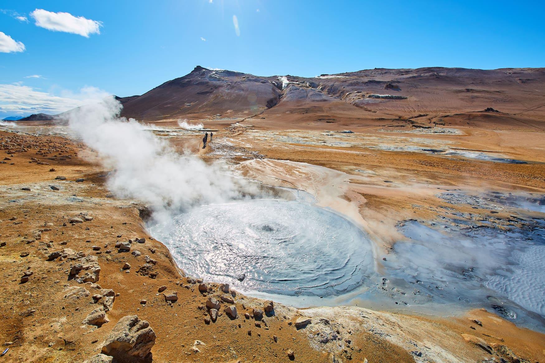 Das Geothermalgebiet Námafjall befindet sich im Nordosten Islands, an der Ostseite des Mývatn-Sees.