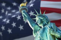 Einreise in die USA: Freiheitsstatue vor US-Flagge