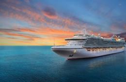 Kreuzfahrtschiff auf hoher See