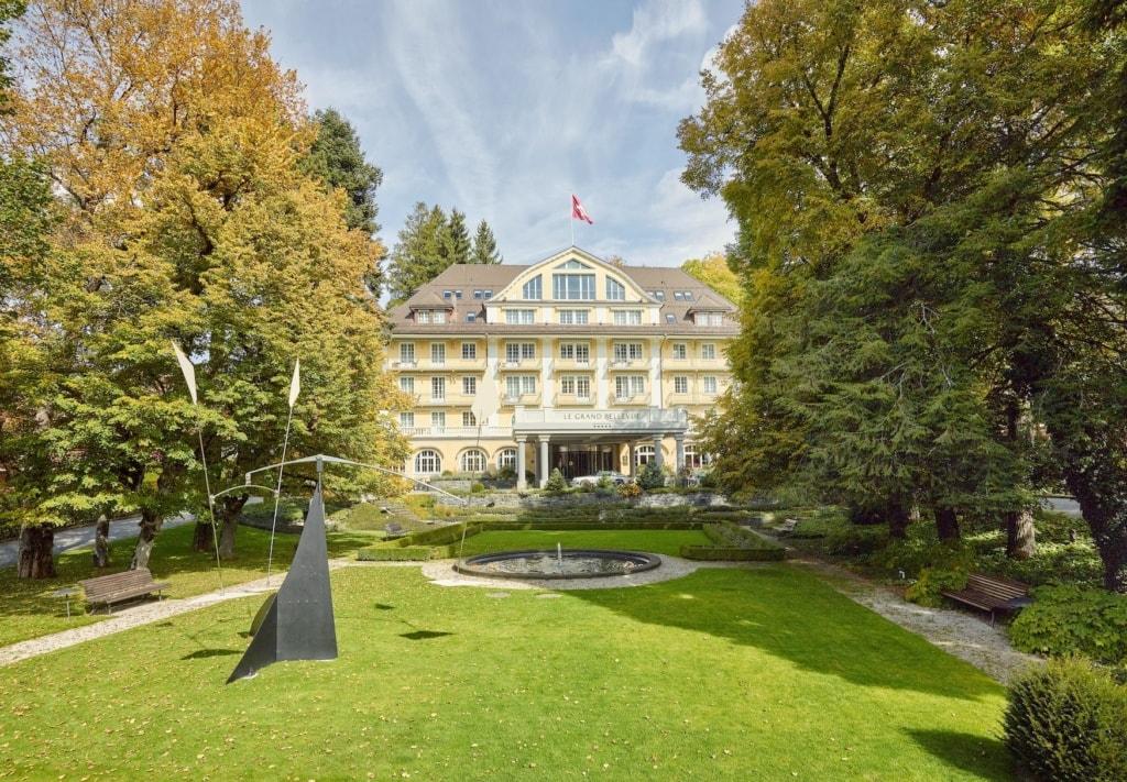 Das Le Grand Bellevue im Sommer in Gstaad, Schweiz