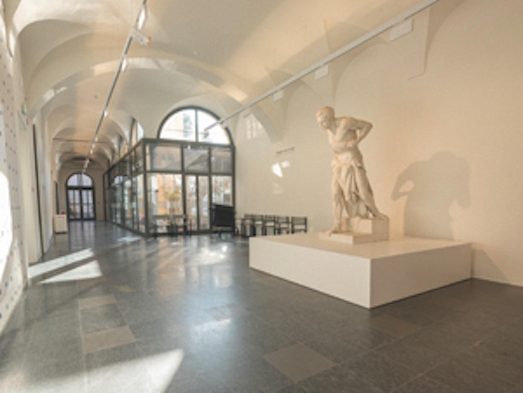 Skulptur im MASI Lugano, Palazzo Reali in Lugano, Schweiz.