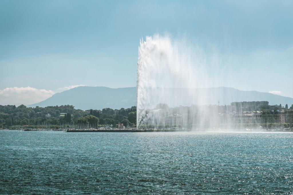 Der Springbrunnen Jet d'eau, ist ein Wahrzeichen der Stadt Genf, Schweiz