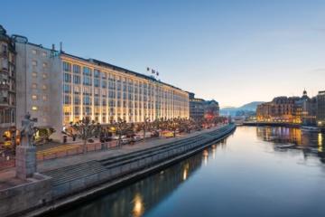 Swiss Deluxe Hotels: Das Mandarin Oriental in Genf am Abend