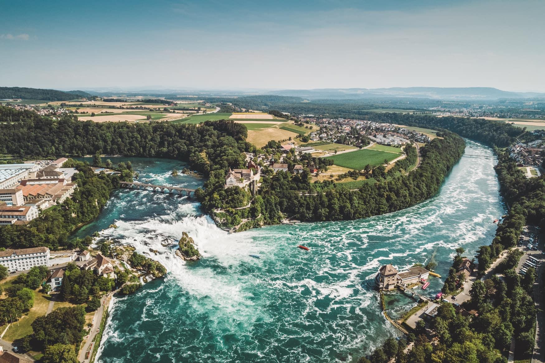 Drohnenaufnahme des Rheinfalls bei Schaffhausen