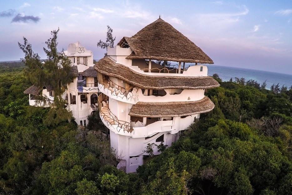 Fensterlos bietet das Watamu Tree House, eines der schönsten Hotels in Kenia, einen natürlichen Rückzugsort.