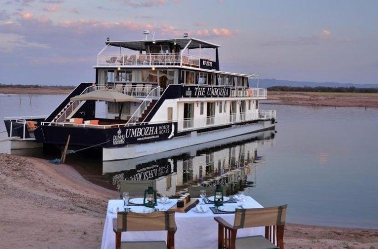 Das Hausboot Umbozha fährt entlang des Sambesi und auf dem Kariba-See.