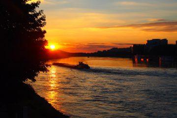 Blick auf die Donau in Bratislava bei Sonnenuntergang