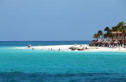 Blick auf einen Strand in Aruba