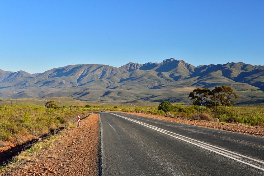 Die Route 62 führt durch schroffe Bergpässe, die kleine Karoo und die schönsten Weinanbaugebiete des Landes.